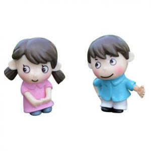 TOOGOO(R) 2Pcs sweety kids couple figurines miniatures fairy garden gnome moss terrariums resin crafts decoration accessories for DIY (Size: 2.6cm by 3.4cm)